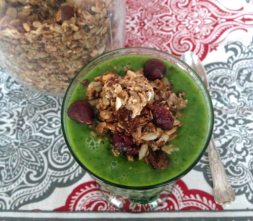 Creamy-kale-smoothie-topped-with-granola