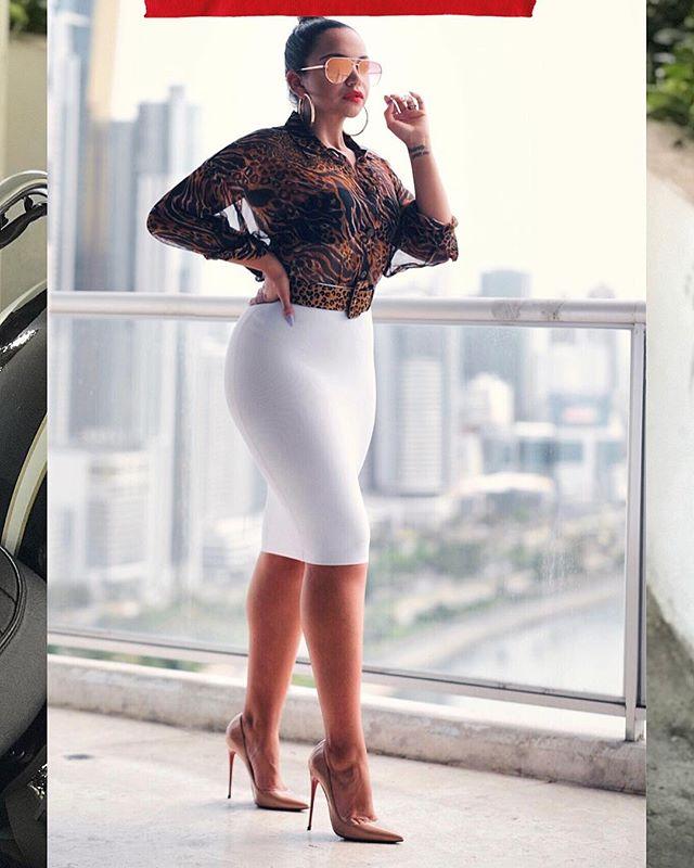 80s FEELING 🔥 Chicas, regresaron las faldas súper ajustadas tipo faja a @titanpanama 😍 Hay negro, azul, rojo y blanco ❤️ Ayer las vi en la sucursal de Albrook Mall. ✨ Este es el modelo blanco y es talla S 👏🏽 #SoHotSoMeSlays