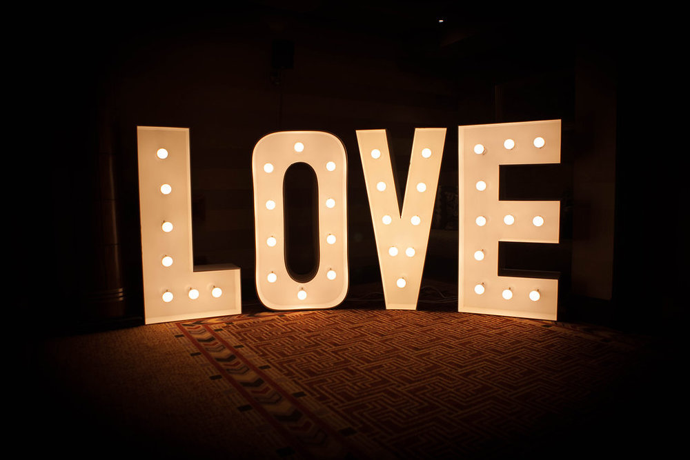 Love Sign, By Doran Photography