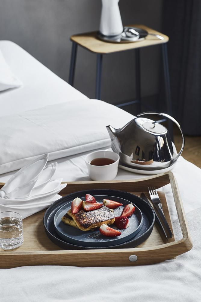 02 Room service.jpg