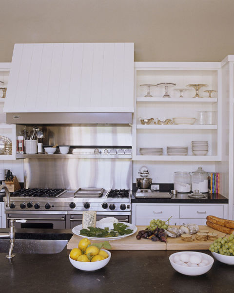 I LOVE THE OPEN SHELVING (THE FOOD ON THE COUNTER DOESN'T LOOK BAD EITHER)