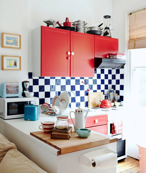 gingham-backsplash-kitchen-has-retro-appeal.jpg