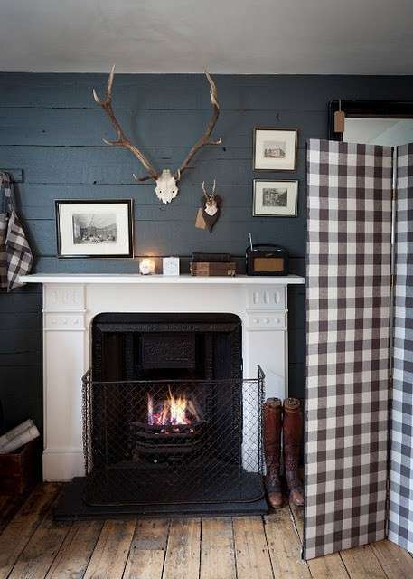 gingham-screen-warms-up-hunting-lodge-inspired-mantel.jpg