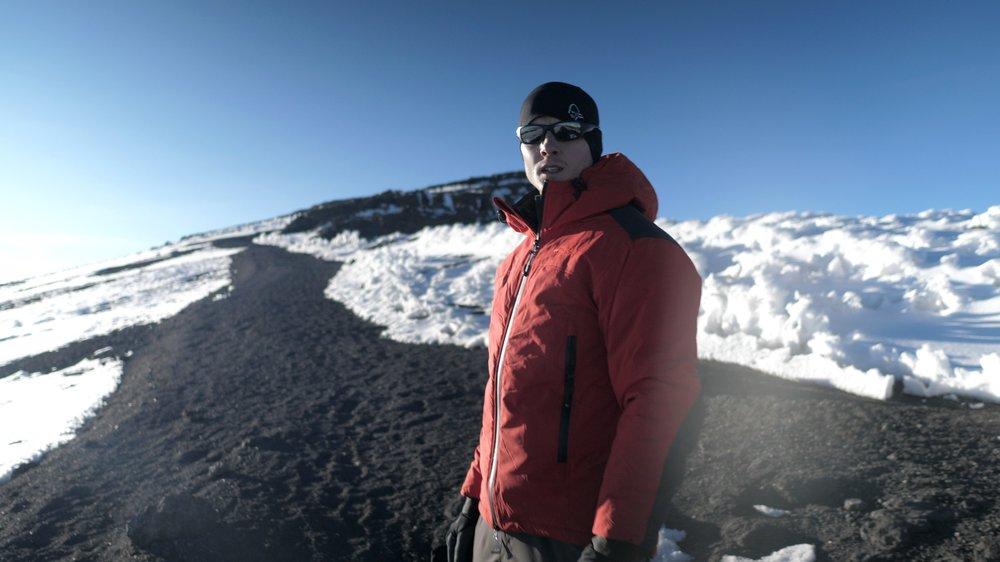 Der weg zum gipfel  GEAR: Carinthia alpine jacket / Oakley brille / Norrona Beanie / The HEAT COMPANY Polartec liner Handschuhe