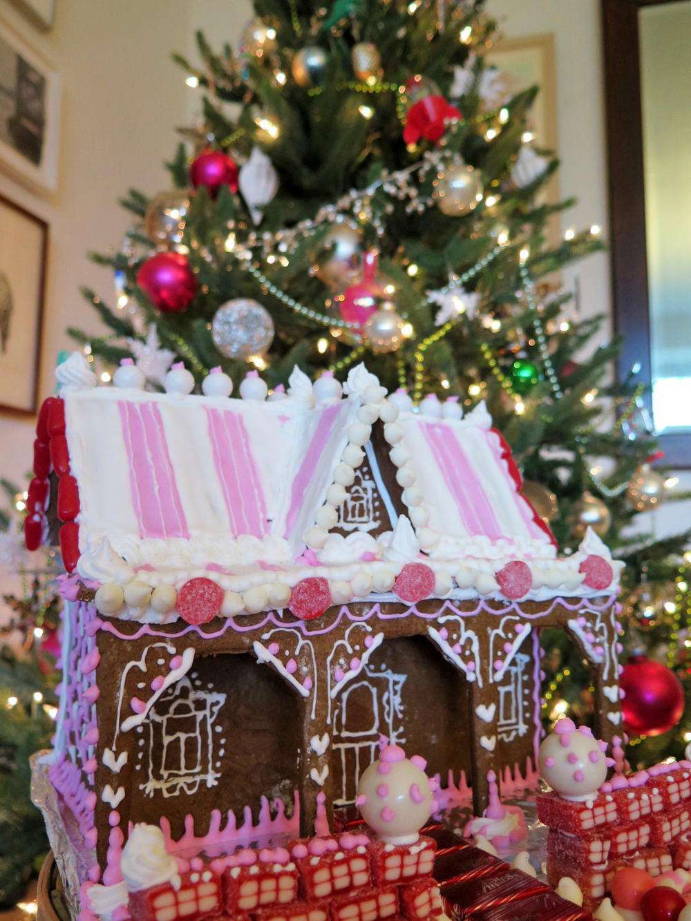 Pink Gingerbread house_snipsentwined.jpg