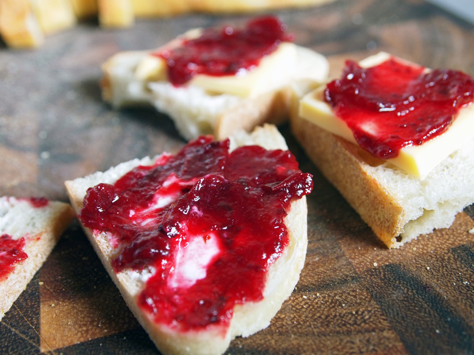 cranberry sauce with goat cheese and gouda