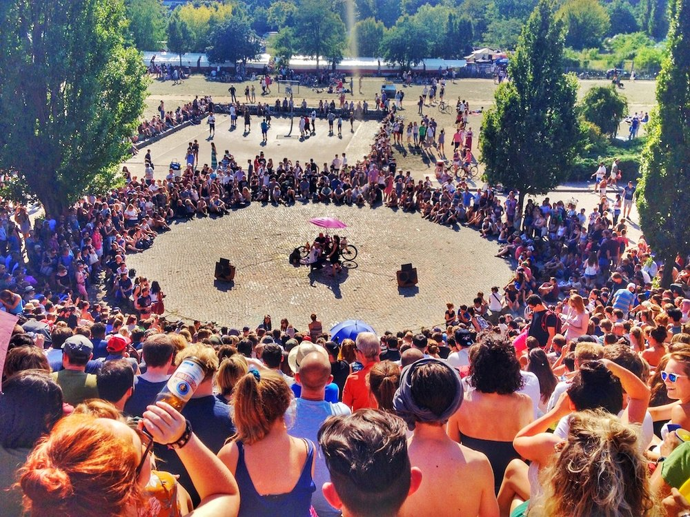 Bearpit Karaoke that takes place in the amphitheatre in Mauerpark on Sundays at 3:00 p.m