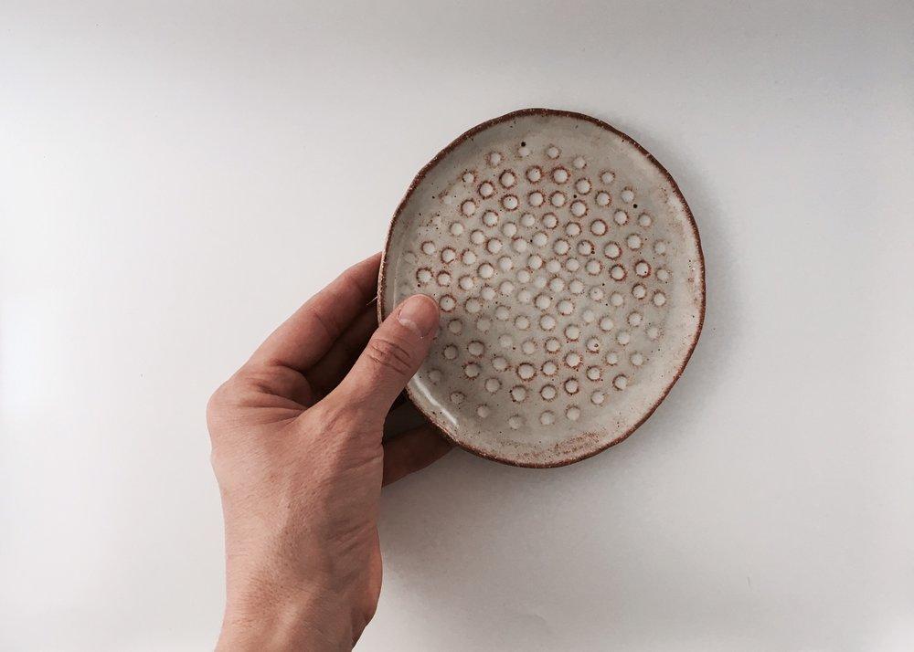 M_shino side plate_hand.jpg