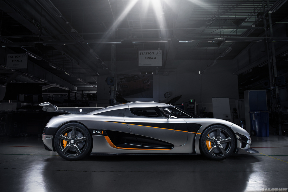Koenigsegg One:1 side profile inside Koenigsegg Automotive AB factory. Photo: GF Williams and Jalopnik