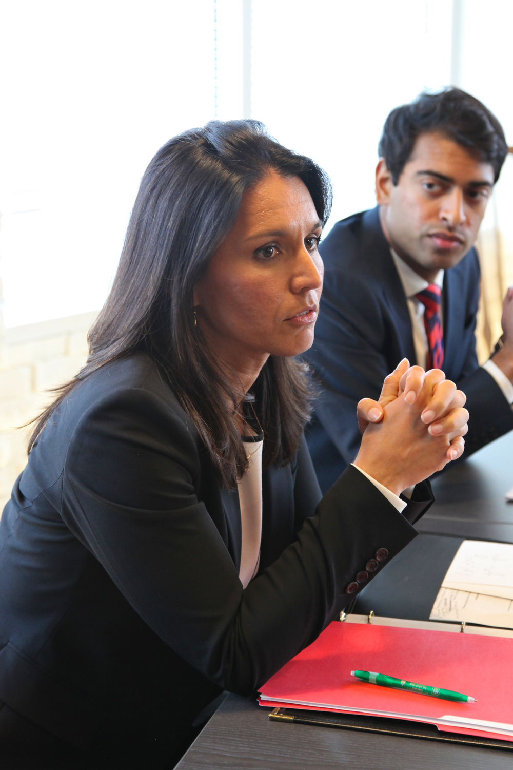 From left to right: Congresswoman Tulsi Gabbard outlines legislative priorities for the Future Caucus as MAP Co-Founder Steven Olikara looks on. © Liz Gorman