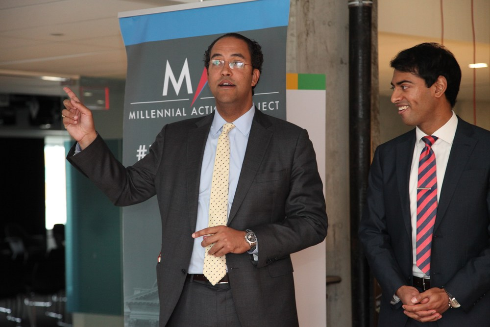 From left to right: Congressman Will Hurd addresses members of the public next to MAP President & Co-Founder Steven Olikara. © Liz Gorman