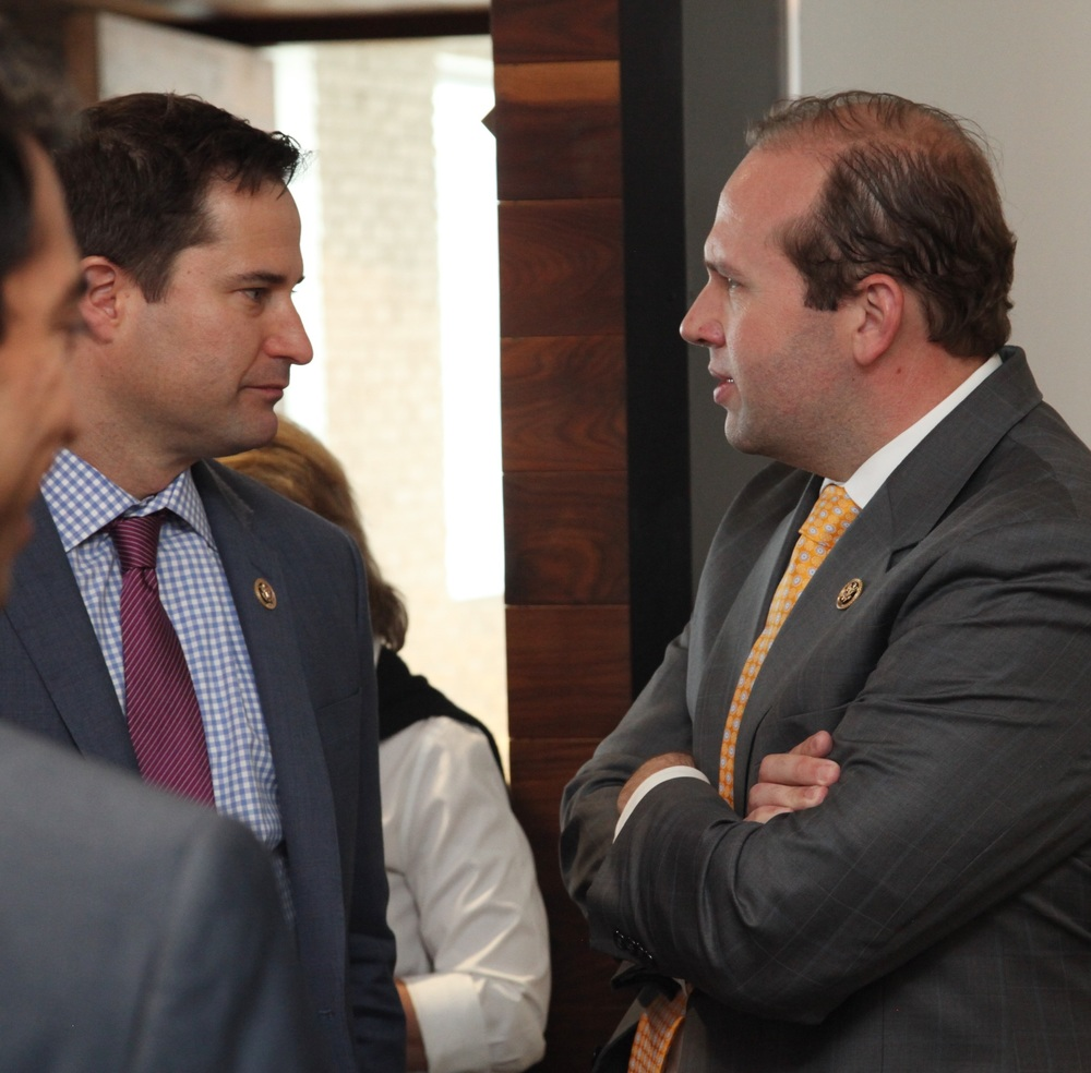 From left to right: Congressman Seth Moulton joins Congressman Jason Smith to discuss 2016 Future Caucus priorities. © Liz Gorman