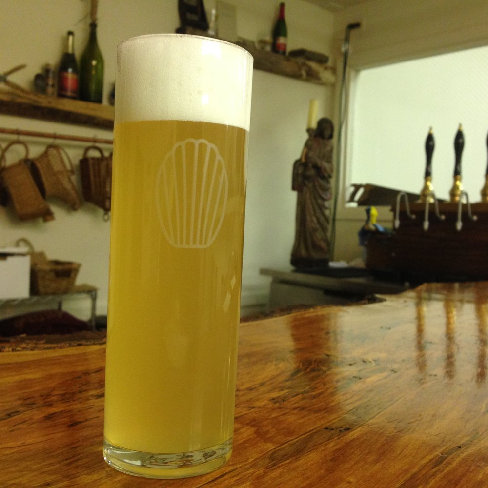 Berliner Messe - Gloria - Featuring liberal American dry-hopping, recent iterative blends have combined Citra, Mosaic & Simcoe, or Amarillo, Citra & Lemondrop.
