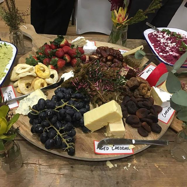 Our wedding grazing tables are full of delicious treats and look darn pretty! Check out our Share Plates wedding menu on our website for more details - link in bio 🍴🥖🍞🍇🧀🍴