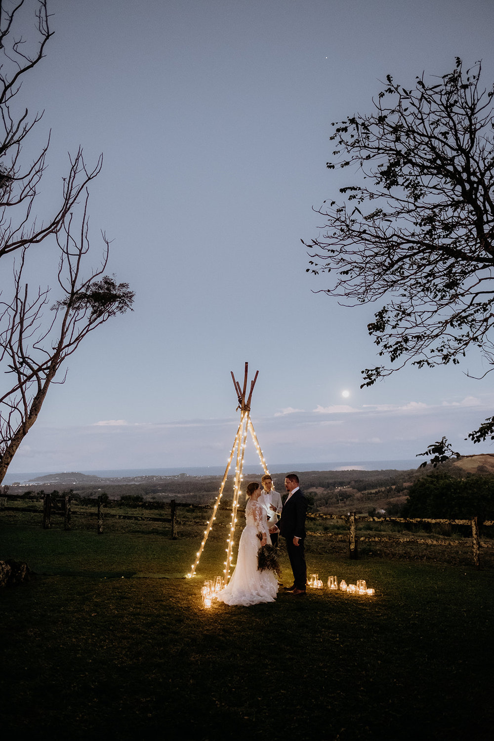 Venue - byronviewfarm | Planner - Elope | Photo - Van Middleton Photography