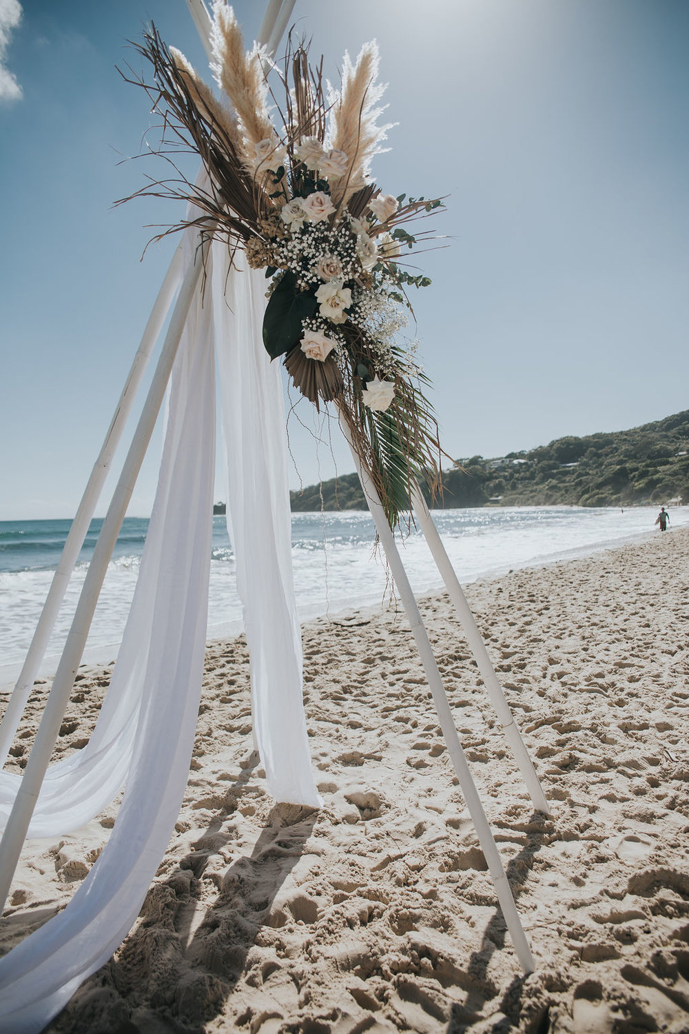 Venue - Clarkes Beach | Florals - Nikau Store | Photo - Wander and the Wild