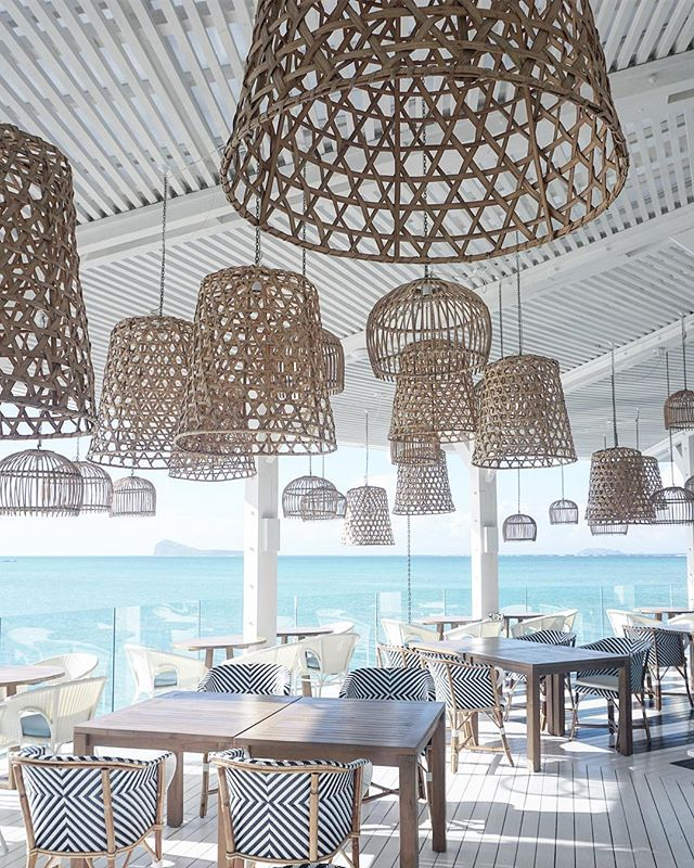 Lunch spot 😍✨ Designed by @kellyhoppen . . . #interiordesign #kellyhoppen #interior #restaurantdesign #mauritius #luxgrandgaube #indianocean #interiordecor #interiorinspo #lightingdesign #design #honeymoon