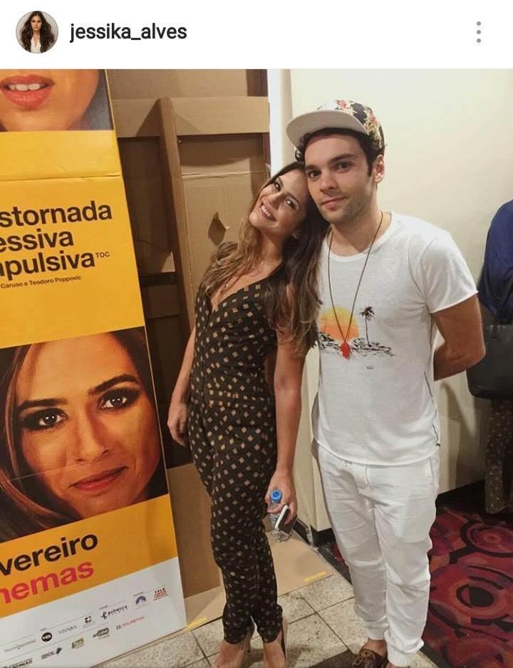 Jessika Alves postou uma foto em seu Instagram usando macacao Amabilis