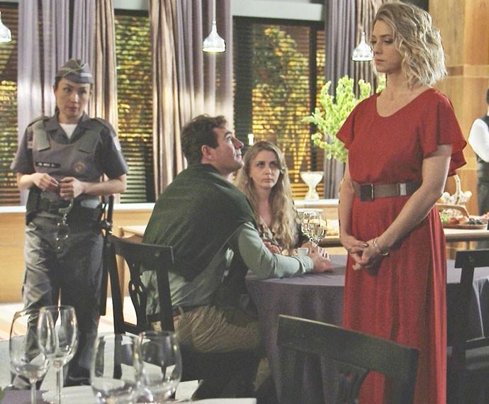 Leticia Spiller usa vestido Amabilis