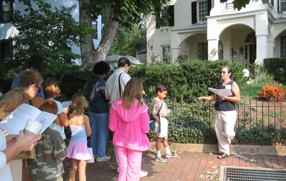 Exploring Architecture with Kids: Neighborhood Tours