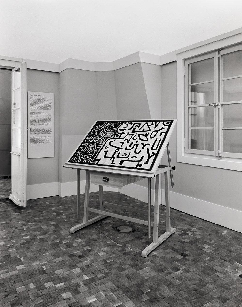 Massstabgetreue Rekonstruktion von Paul Klees Atelier am Kistlerweg 6 in der Ausstellung »Paul Klee und die Medizin« im Medizinhistorischen Museum der Universität Zürich, 2005, Fotograf: Dominique Uldry  ©Bern: Dominique Uldry