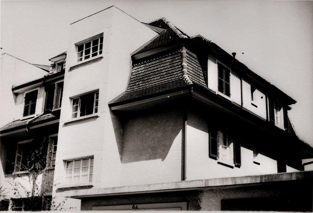 Abb.2  Wohnhaus von Paul und Lily Klee am Kistlerweg 6 , Sommer 1934, Fotograf: Felix Klee, Zentrum Paul Klee, Bern, Schenkung Familie Klee ©Zentrum Paul Klee, Bern, Bildarchiv