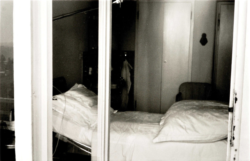 Abb. 22  Paul Klees Sterbezimmer in der Clinica S. Agnese in Locarno-Muralto , 1974, Foto: Sadao Wada ©Zentrum Paul Klee, Bern, Archiv