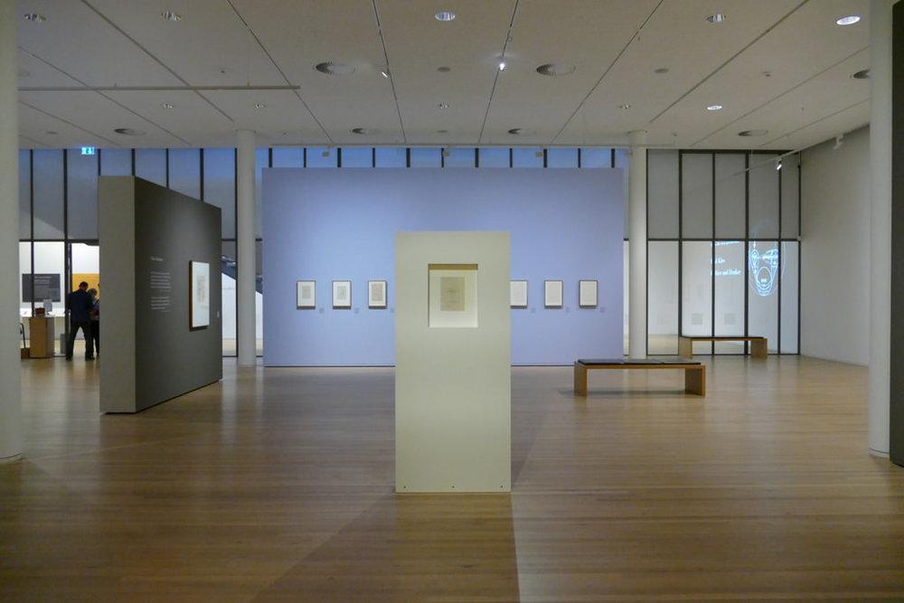 Paul Klee  Dichter, Denker  mit dem Bild  Mr Sol, 1919, 78 (verso), Foto: Maria Horst  ©  Zentrum Paul Klee, Bern, Archiv