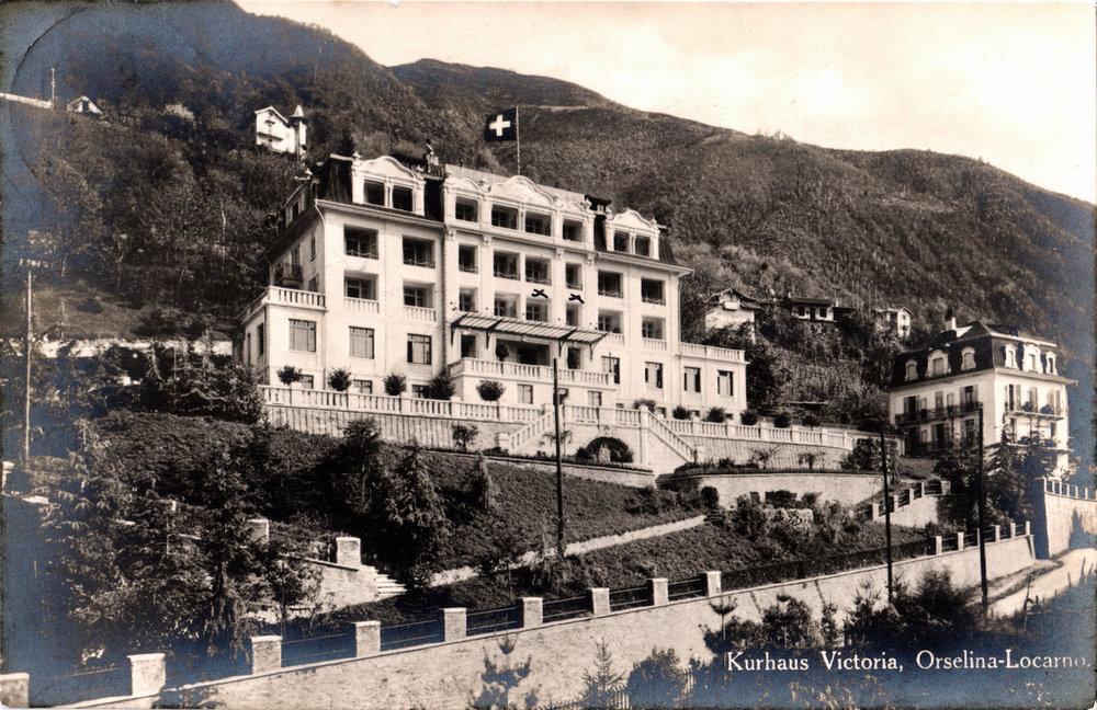 Abb. 21  Kurhaus Victoria in Orselina-Locarno der Zürcher Architekten Hanauer & Witschi (B.S.A) erbaut 1912, Postkarte gelaufen, 1926.  ©Privatbesitz, Küsnacht.