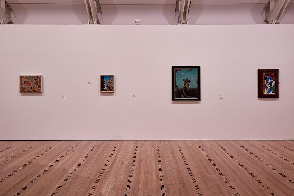 Abb. 2 Saalaufnahme der Ausstellung Paul Klee und die Surrealisten, Zentrum Paul Klee, Bern, 18.11.2016-12.3.2017 © Zentrum Paul Klee, Bern, Bildarchiv