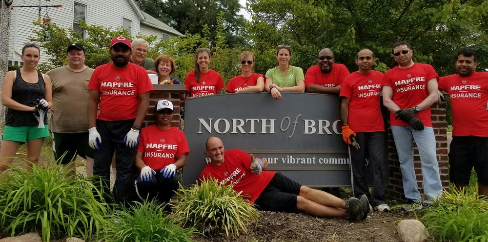 Morgen, center, in green shirt, with MAPFRE Insurance volunteers beautifying NoBo.