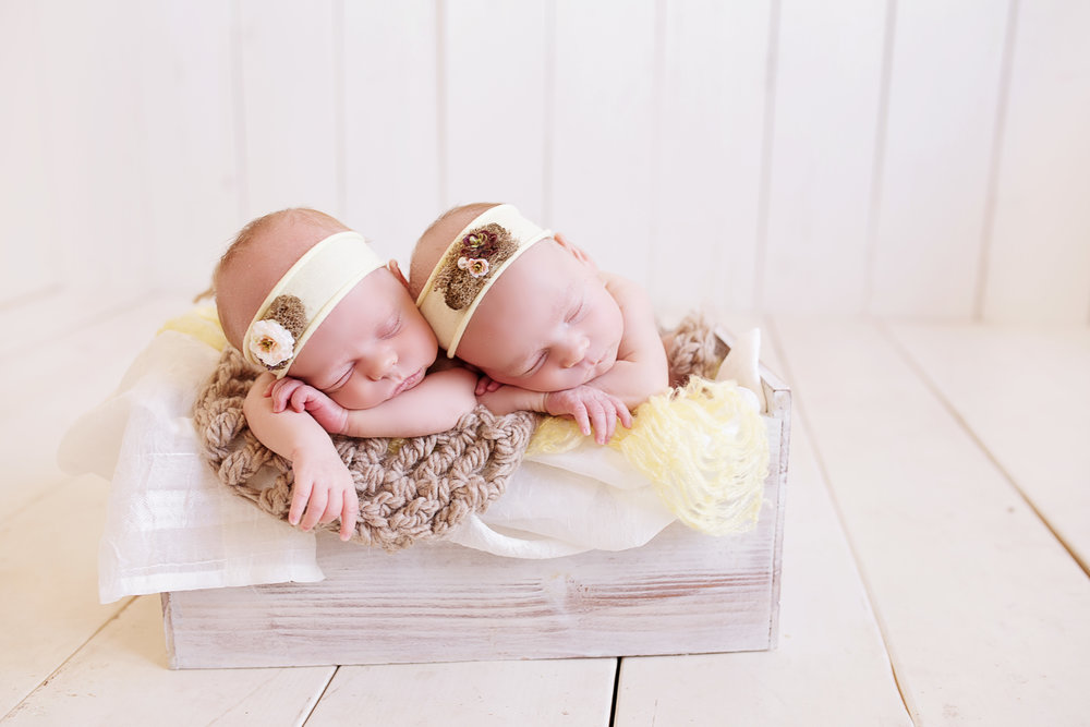 TwinKNewborn (67 of 73) copy.jpg