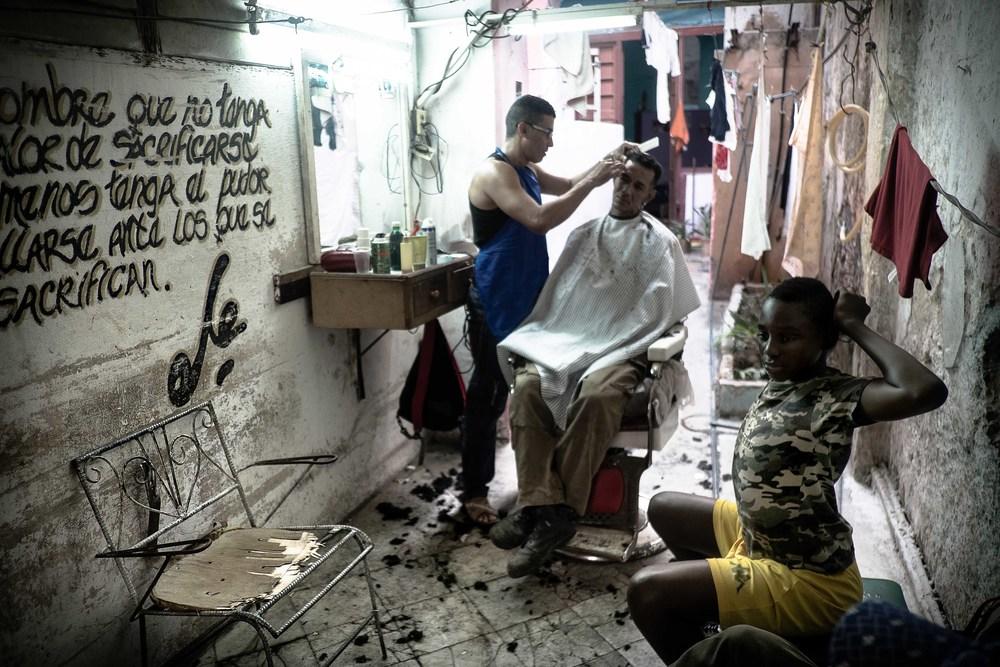 Harry Fisch -2-La Habana_Peluqueria_Cuba_2272.jpg