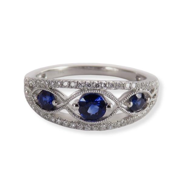 Sapphire ring with diamondsin white gold. Ancora Designs NVB1025