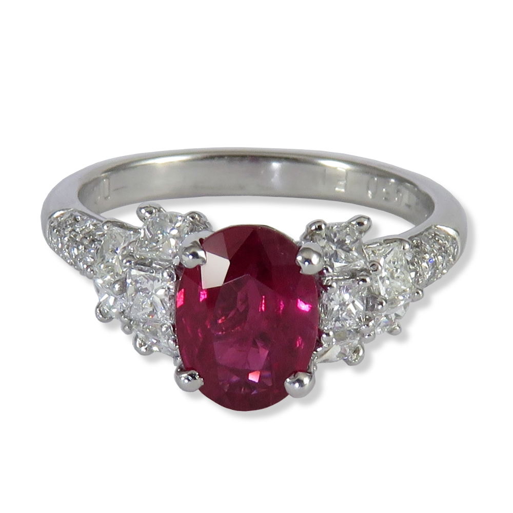 1.28 ct. Ruby with diamonds in 14K white gold. Estate