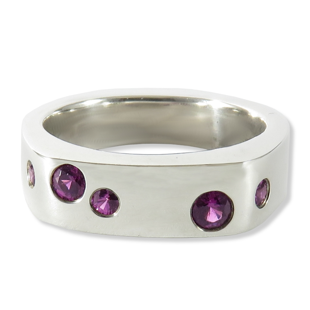 """Grape"" garnet ring in sterling silver. Trigem Designs 9747-45"