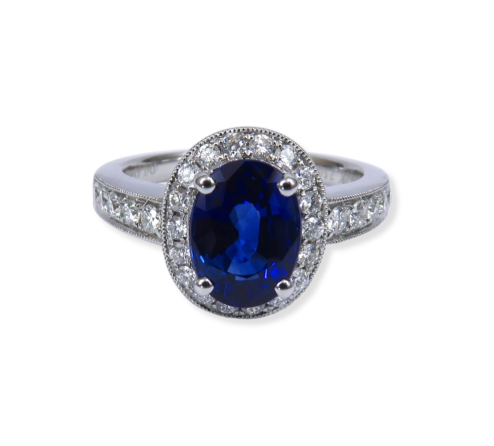 Sapphire ring with diamond in white gold. DiaExpressions.
