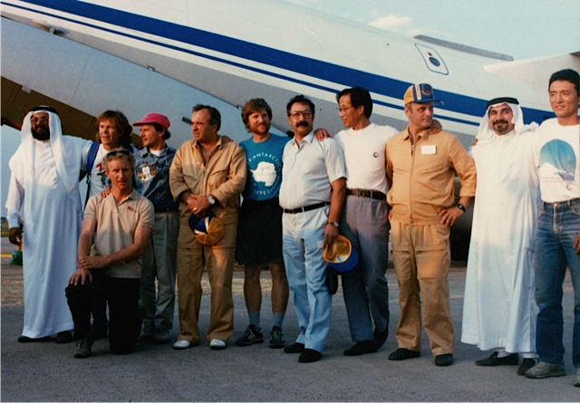 Artur Chilingarov (center), his pilots (in brown), expedition team members and Saudi honorary guests on the Minneapolis tarmac, July 16, 1989. Photo: Jennifer Gasperini