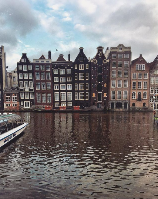 canal houses.png