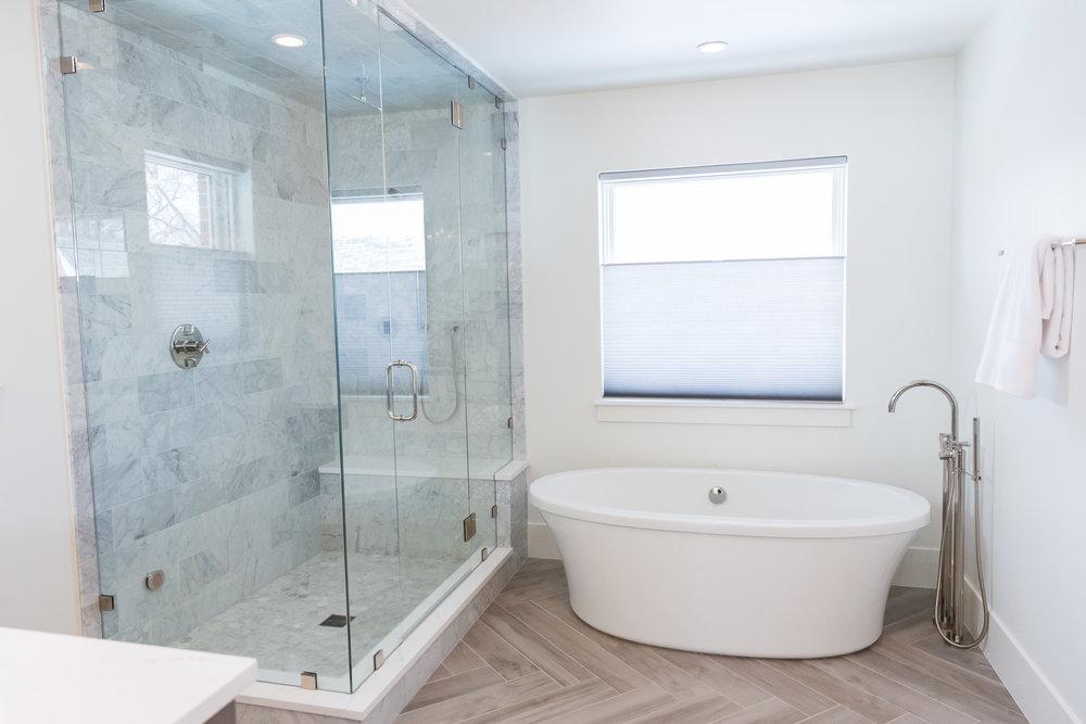 525 Master bath 2.jpg
