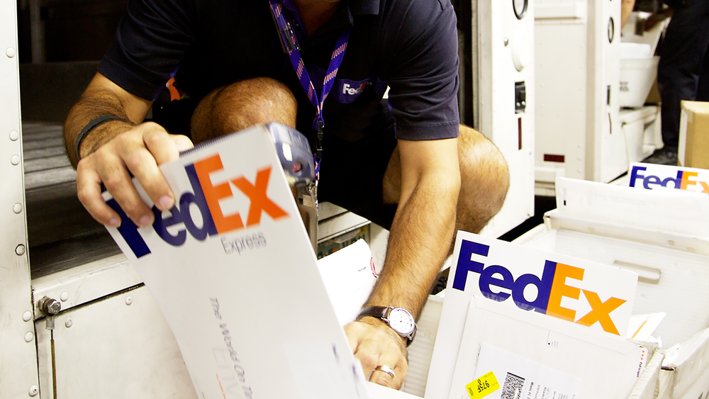 MOBILE BANNER AD TAKEOVER / FEDEX