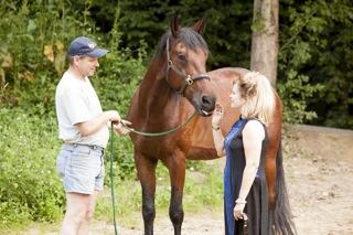 Tamanga-HORSE-kisses-me.jpg