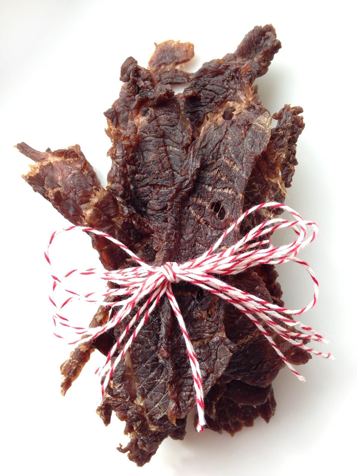 Easy Soy-Free Low-FODMAP Paleo Beef Jerky. A super tasty recipe from www.LexiesKitchen.com