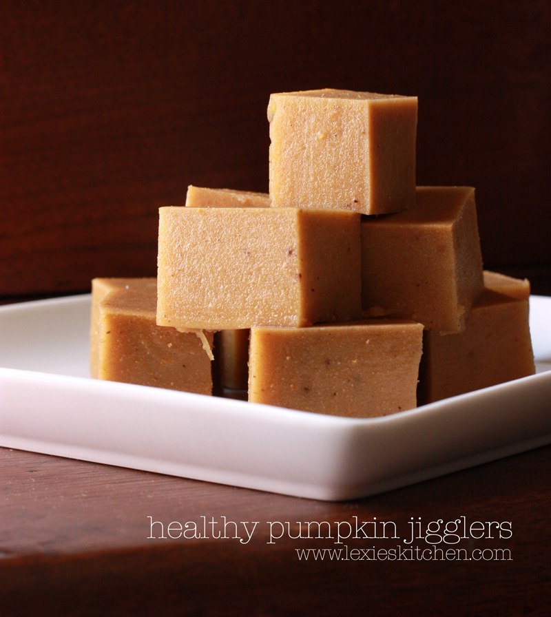 A fun finger food that tastes like pumpkin pie! Try these non-dairy healthy pumpkin jigglers. Great in school lunches or a grab-and-go snack. www.lexieskitchen.com