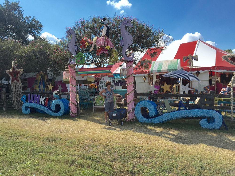 The best way to describe Texas Antique Week...Adult Disney World! It's bright, colorful, hospitable, and has junk! Can you think of anywhere else you liked to be? I didn't think so!