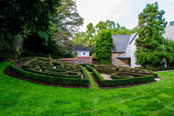 Sculpted rear garden at the home of Tahamtan Ahmadi and Parisa Abdollahi in Rydal, Pennsylvania. (JEFF FUSCO / For the Philadelphia Inquirer)
