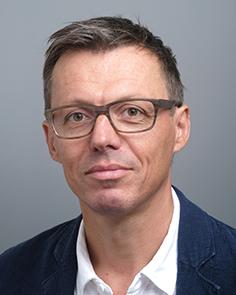 Christoph Suter    Webmaster  ADLES-Vertreter bei der KOFADIS (Konferenz der Fachdidaktiken in der Schweiz)  Dozent Englischdidaktik  Primar, Sek I  christoph.suter@phtg.ch   http://www.phtg.ch/de/hochschule/menschen/seite-detailansicht/person/christoph-suter/