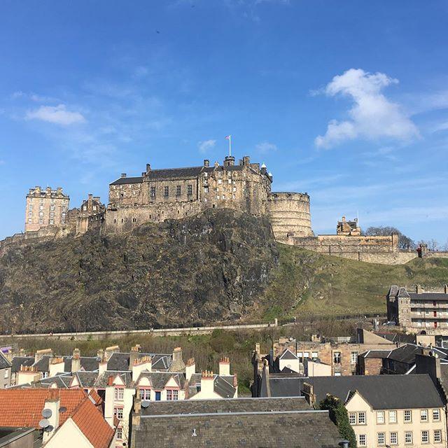 Pretty good view from work today. Hello blue sky ☀️ #edinburgh #scotland #edinburghcastle