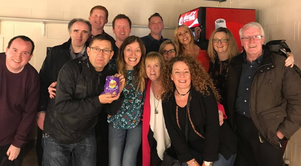 NIALL AND HIS FAMILY WITH PAUL HEATON AND JACQUI ABOTT BACKSTAGE IN DERRY DURING THEIR SOLD OUT IRISH TOUR WHCH NIALL AND HIS BAND OPENED EACH NIGHT - OCTOBER 2017.