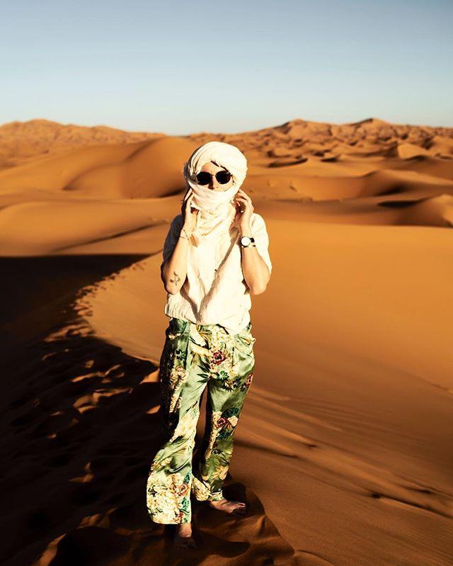 Strolling through the Desert of Sahra is one of those experiences you never forget... #dreamer #desertrose #exploretheworld #becourageous #life #youonlyhaveone #desert #sahara #saharadesert #selfportrait #women #Wüstenkind #träumer #adventure #traveltheworld #photograph #staywild #stayfree #sky #bluesky #visitmarocco #michaelhochfellnerphotogtaphy #roamtheplanet #roamtheworld #berber #kinderder90er #generationy #goodtimes #sundays